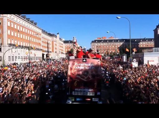 Сборную Испании в Мадриде встретили по-королевски (видео)