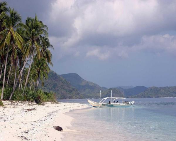 5 опасностей, поджидающих на пляже