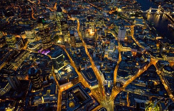 Ночной Лондон с высоты птичьего полета. ФОТО