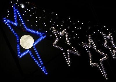 Голубая луна. Редчайшее явление совпало с празднованием Нового года (ФОТО)