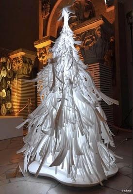Дизайнерские рождественские елки собрали более €40 000 на благотворительность