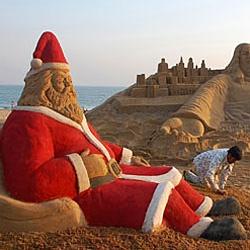 Песчаные Санты облюбовали индийский пляж