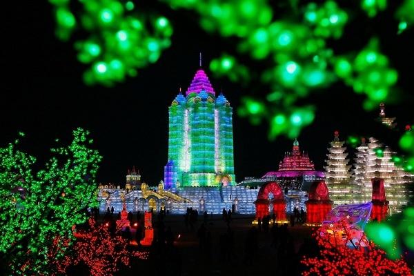 Международный фестиваль льда и снега открылся в Харбине. Фото