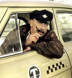 Таксист вернул пассажирке забытые $10 тысяч