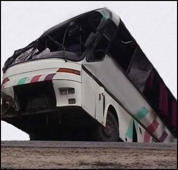 Поезд протаранил школьный автобус: много жертв