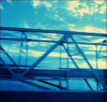 Мужчины украли часть металлического моста
