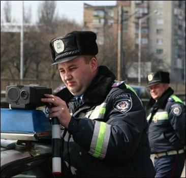 Водители будут платить штрафы в автомобилях ГАИ