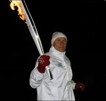 Бубка пронес Олимпийский огонь.