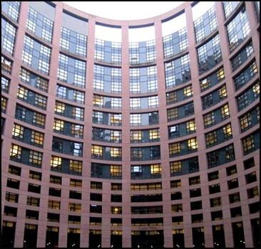 Евросоюз экстренно собирается отражать третью волну кризиса