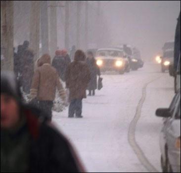 Из-за непогоды пять областей Украины полностью парализованы