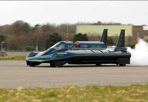 Уникальный паровой автомобиль совершил первую тренировку