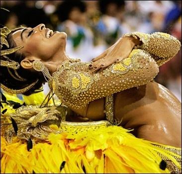 "Жара карнавалу – не помеха. В Рио-де-Жанейро открыли ""самбодром"""