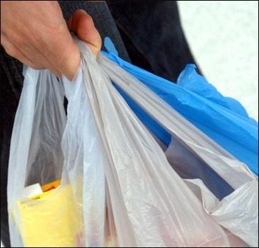 Украинцы скупают дешевые продукты за рубежом