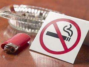 Власти запретили курить на рынках и в лифтах