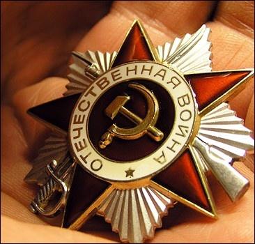 Украина готовится ко Дню Победы: медали, памятники и парад