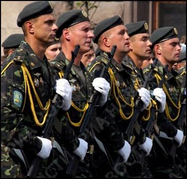 Украинские военные вовсю тренируются, чтобы красиво пройти по Красной площади