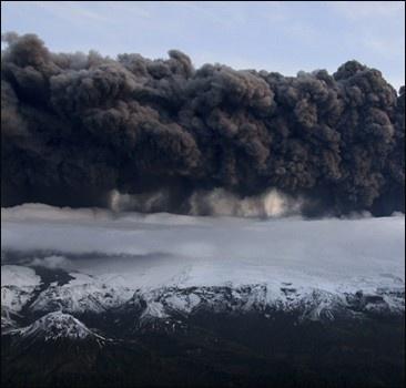Шок! Европу засыпает пеплом - авиаколлапса не избежать!