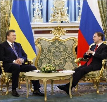 Встреча президентов: чем обменялись Янукович и Медведев. Комментарии. Подробности