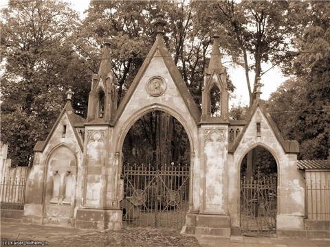 На Лычаковском кладбище разворовывали могилы