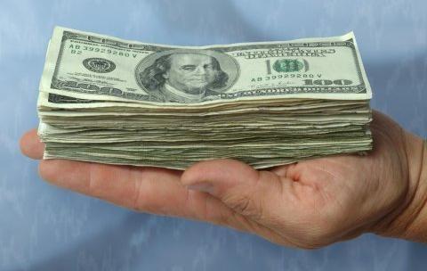 Кому и сколько доплатят в этом году