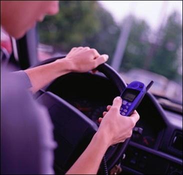 СМС за рулем дорожают - штраф 800 долларов