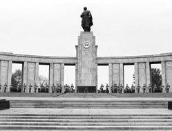 В Берлине осквернен памятник советским солдатам