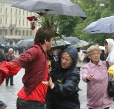 Во Львове подрались ветераны войны и националисты.