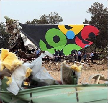 На разбившемся в Триполи самолете есть еще живые