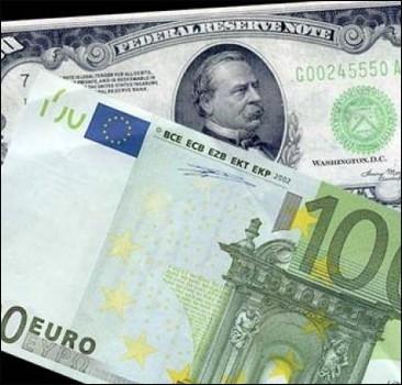 Евро рекордно обвалилось