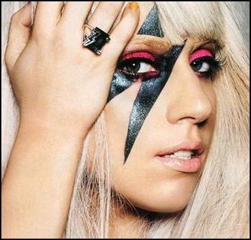 Леди Гага потеснили на YouTube