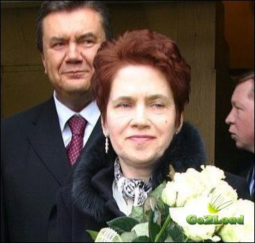 """Людмиле Янукович торжественно вручили удостоверение """"Интеллигента"""""""