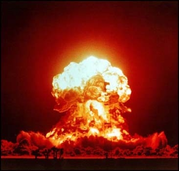 Еще одна страна создает атомную бомбу