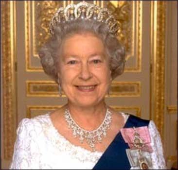 Кэтрин Зета-Джонс и Дэвид Култхард удостоились наград британской королевы