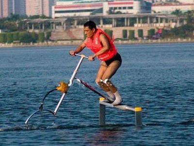 Китайский инженер изобрел велосипед-амфибию