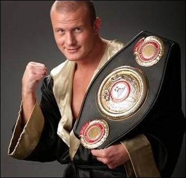 Узелков будет драться за звание чемпиона мира