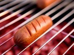 Чемпион мира среди обжор съел 54 хот-дога за 10 минут