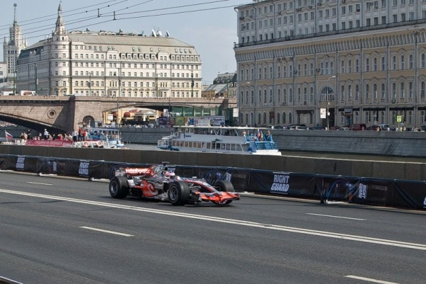 Автогонки в центре столицы (30 фото)