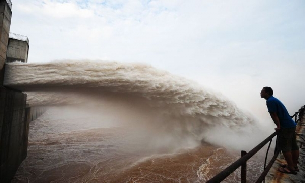 Крупнейшая в мире плотина (12 фото)