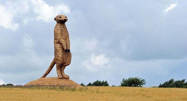 Скульптуры из соломы (4 фото)