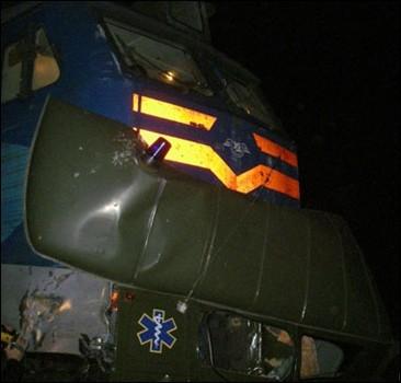 """Марганецкая трагедия под Киевом: поезд разорвал """"скорую"""" с роженицей. Тела вылетали из авто."""