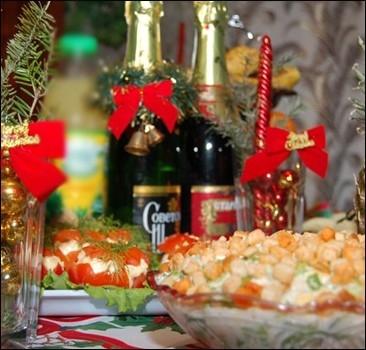 Почти все украинцы Новый год будут встречать дома