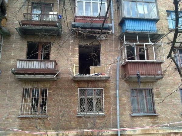 В Киеве в районе ДВРЗ произошел взрыв в жилом доме