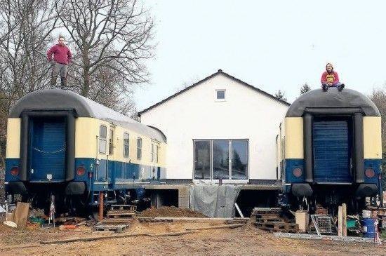 Решение жилищного вопроса вагонами (6 фото)