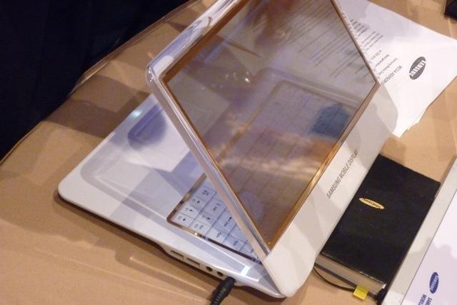 Samsung начал выпуск первых прозрачных дисплеев