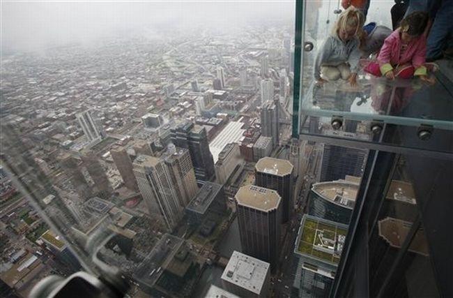 Прозрачный балкон на 103 этаже