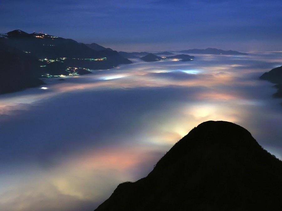 Низкие облака над озером
