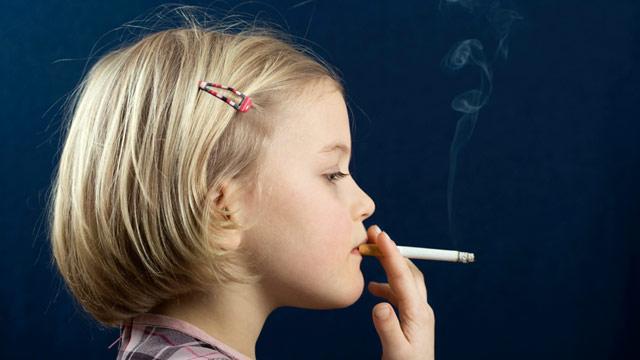 Россия занимает первое место в мире по детскому курению