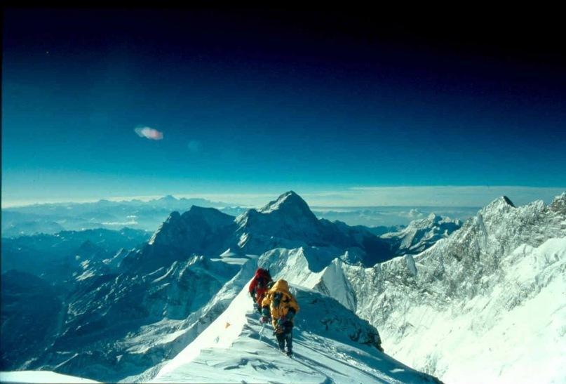 Эверест подрастает на 4 миллиметра в год.