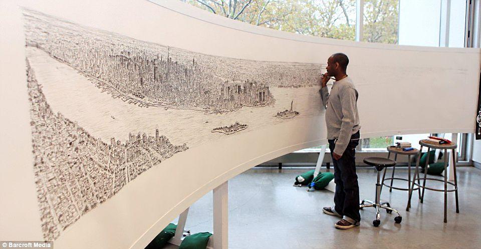 Страдающий аутизмом талантливый художник Стивен Вилтшер нарисовал 5-метровую панораму Нью-Йорка по памяти, после того, как в течении 20 минут изучал г