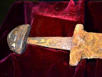 Рыбак вытащил из Днепра тысячелетний меч